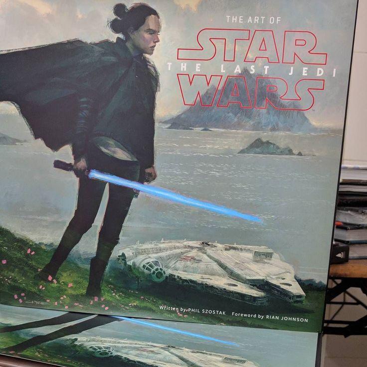 The art of starwars the last jedi ya en stock!!! $1000 pesos. El mejor autoregalo!!!! #Starwars #Artbooks #thelastjedi