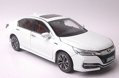 Honda Accord Sport Hybrid 2016 car model in scale 1:18 white