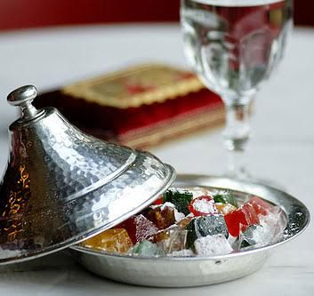 Huzur ve barışın eksik olmadığı şeker tadında bir bayram dileriz...