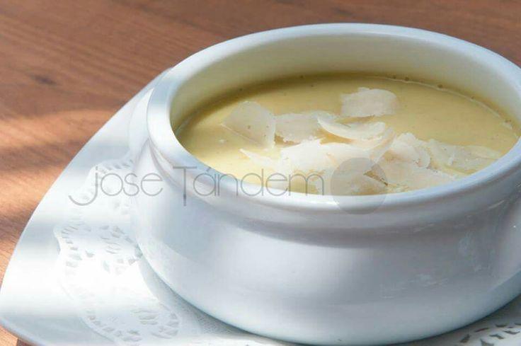 Crema de calabacin con escamas de queso  (Jose Tandem)