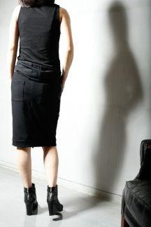 【コットンストレッチフーテットスカート】ノンループの裏毛生地を使用したフーテットスカートです。 スカートにフード?? という訳でフーテットベストとしても着れる様にしました。スカートとしての着用時、両脇のファスナーをポケットと間違えて開けない様にご注意下さい!