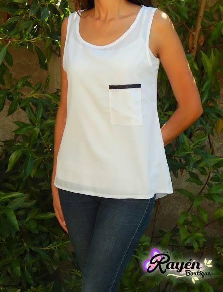 Blusa Blanca con bolsillo Talla S - M PRECIO: $5.000.-
