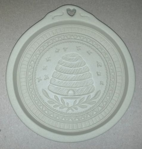 beehive cookie mold: Cookie Molds Cutters, Cookie Art, Things Bees, Beehive Cookie, 46 2 Cookie, Bee Skeps, Bee Stuff, Beeswax Ideas