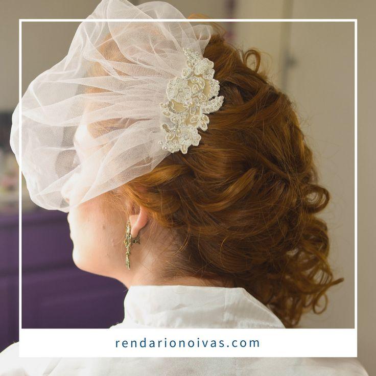Confira nossos acessórios para noivas feitos exclusivamente no tecido mais belo e delicado do mundo, a renda! #noiva, #inspiração #retro #bride #renda #rendado #romance #amor #voillete #acessório #grinalda #vintage #luxo