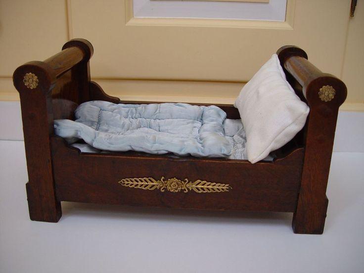 die besten 17 bilder zu antike puppenm bel antique dolls furniture auf pinterest. Black Bedroom Furniture Sets. Home Design Ideas
