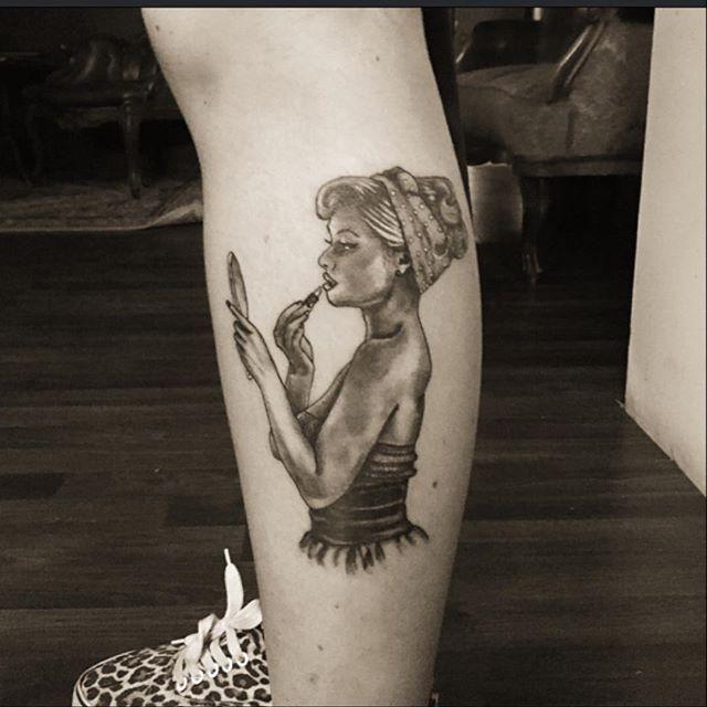 Conheça nossa seleção com 70 fotos lindas e criativas de tatuagens de pin-ups para você se inspirar. Confira!
