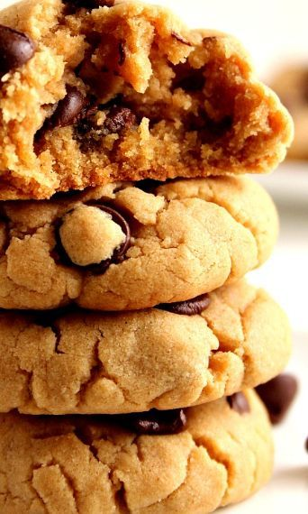 """Peanut Butter Chocolate Chip Cookies Recipe a€"""" soft and thick peanut butter cookies with chocolate chips. Quick and easy cookie dough that requires no mixer and no chilling the dough!"""