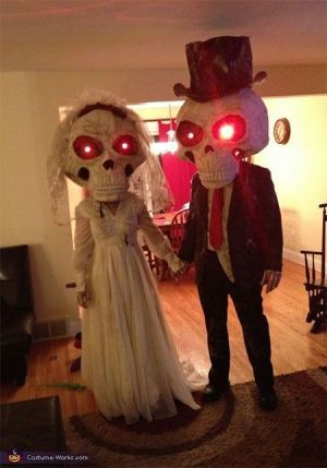 Skeleton Couples Costume Ideas #Funny Couples Halloween Costume Ideas #Couples #Halloween #Costumes