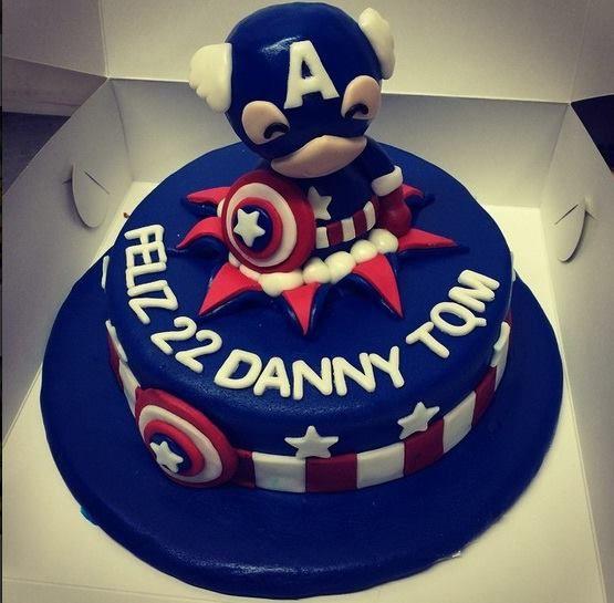 Ponqué Capitán América de CUpcakes Factory FB: https://www.facebook.com/Cupcakes.Factory.Bogota/photos/pb.104725072922489.-2207520000.1435537657./897241247004197/?type=3&theater