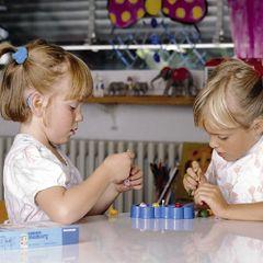 De Nederlandse Federatie van Ouders van Slechthorende Kinderen en van kinderen met Spraak-taalmoeilijkheden.