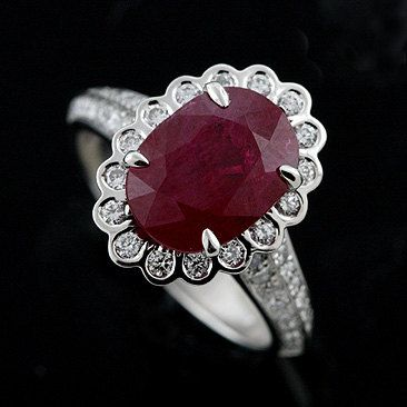 #Vintage #Ruby and #Diamond E-Ring (4.47cts) (Credits: photo from Oro Spot [etsy])
