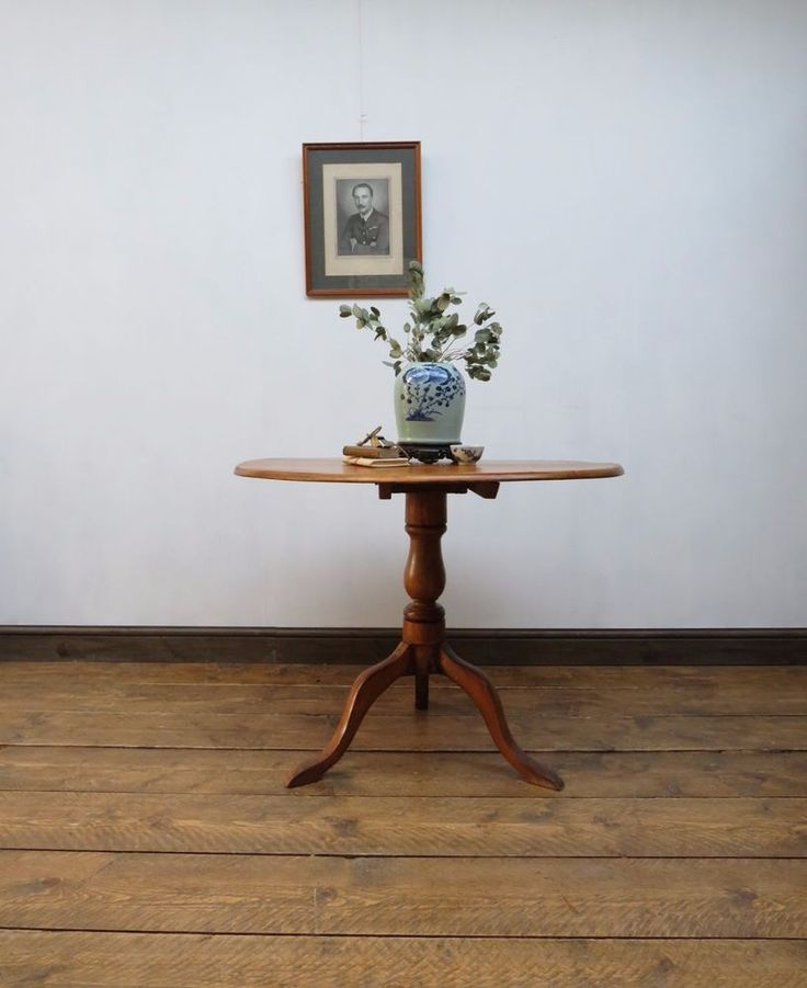 Country Style Round Pedestal Table, Antique Entrance Hall Table, Tilt Top