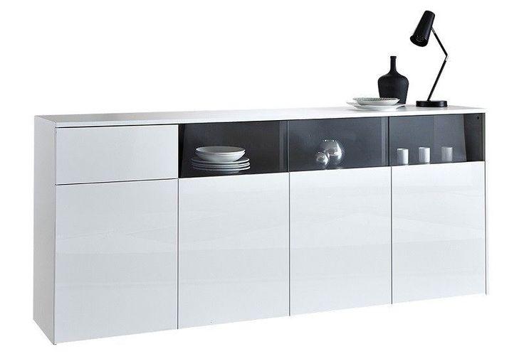 Malia Skænk - Hvid  - En enkel og funktionel skænk i hvid, der, med sit lækre design, skaber et moderne udtryk i stuen. Skænken har fem låger og tre hylder og dermed masser af god opbevaringsplads samt plads til lidt lækkert nips.
