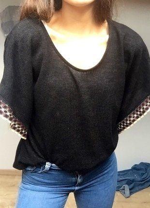 À vendre sur #vintedfrance ! http://www.vinted.fr/mode-femmes/hauts-and-t-shirts-t-shirts/25718596-top-noir-a-manches-chauve-souris-jennifer