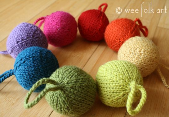 knitted christmas balls Christmas Pinterest