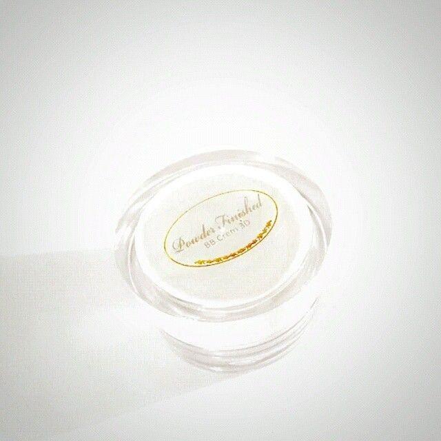 BB CREAM 3D SPF 30 BB Cream terobosan baru, menggunakan teknologi nanograde powder yang 100% oil-free. BB CREAM 3D Memutihkan disiang hari . pengganti bedak yg berbentuk cream . langsung oles langsung...