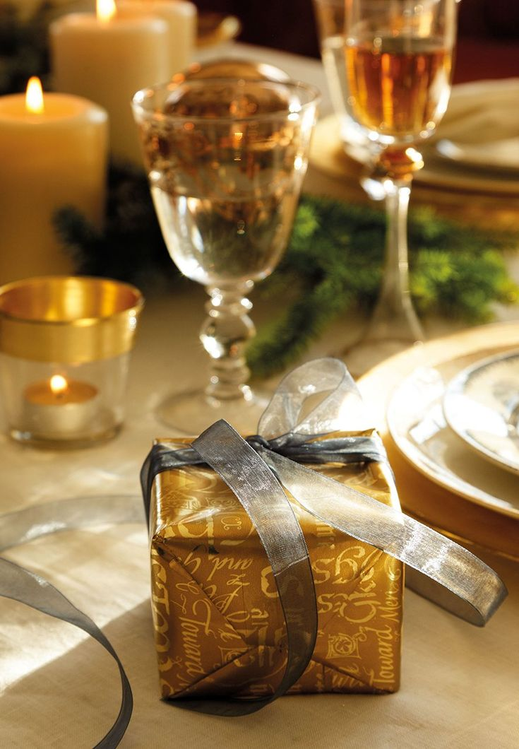 Table Setting with Holiday Decor: