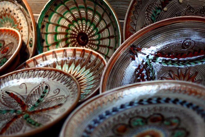 Traditional pottery...  http://prinochideturist.wordpress.com/2013/07/12/traditii-romanesti-romanian-traditions/
