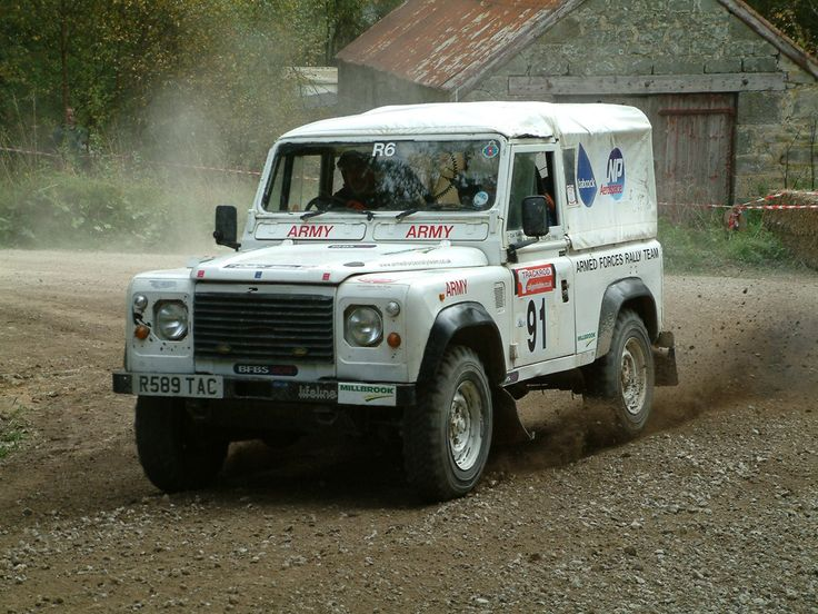 Land Rover Defender in rally