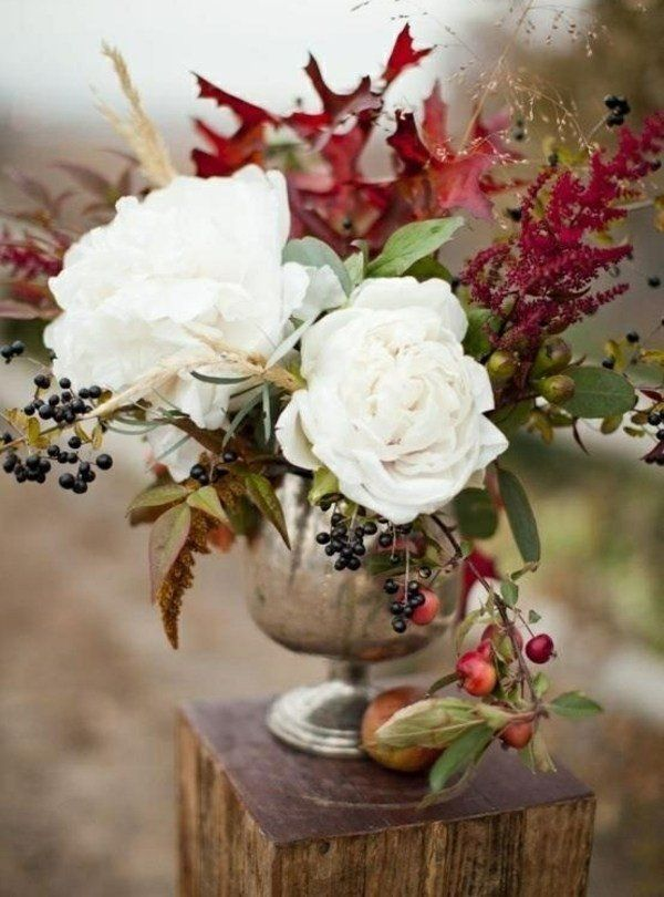 Roses, oak leaves, cotinus leaves, crab apples, grass, (buckthorn?) berries, astilbe.