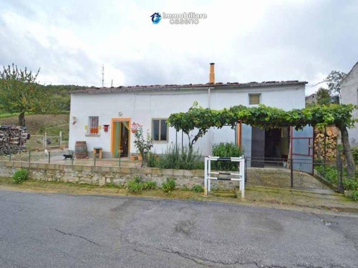 Property for sale in Abruzzo, Chieti, Roccaspinalveti, Italy - Italianhousesforsale - http://www.italianhousesforsale.com/view/property-italy/abruzzo/chieti/roccaspinalveti/0871995.html