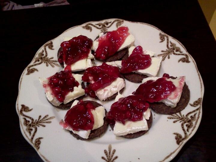 Yummy! Pumpernickel bread + camembert + cranberry