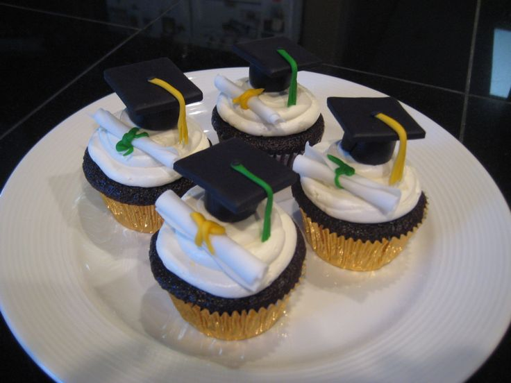 Cupcake Decorating Ideas Graduation Party : petite individual graduation cakes Decorating Cupcakes ...