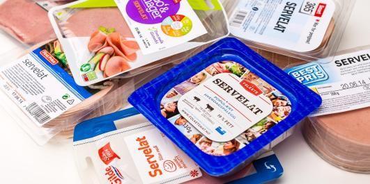 HVERDAGSPÅLEGG: Servelatpølse i skiver er fast ingrediens i utallige norske matpakker. Vi har smaks- og sunnhetstestet 9 forskjellige typer.