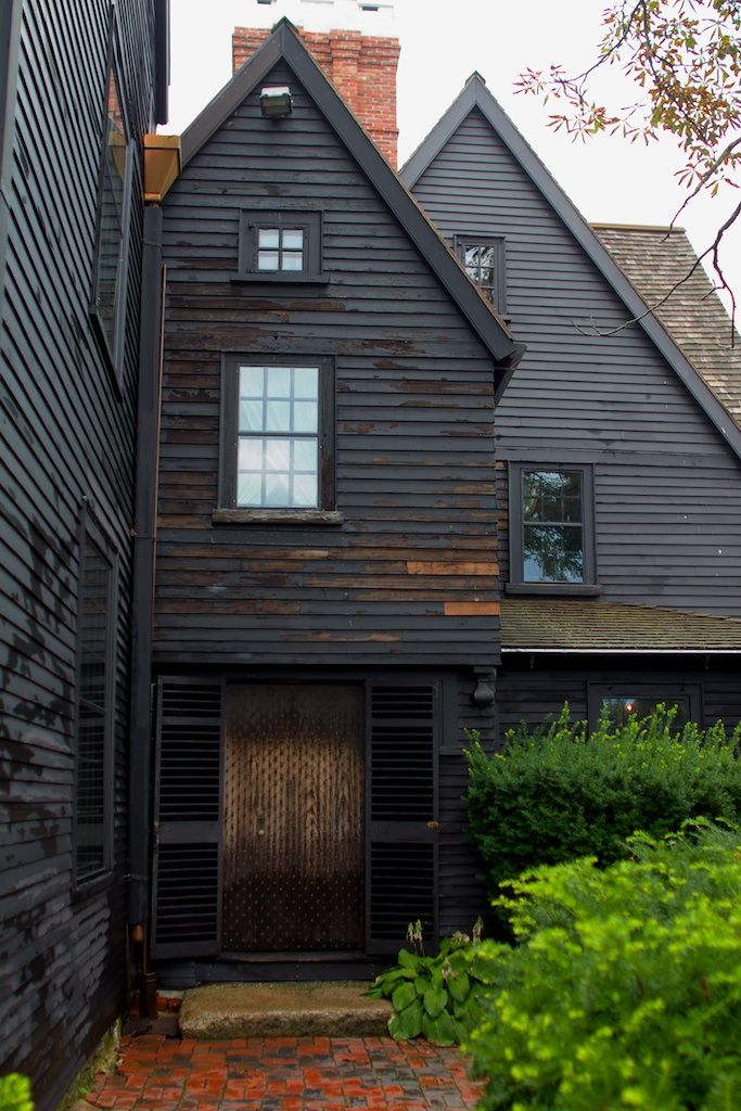 black house. Yes! I've wanted to paint my house black for years!