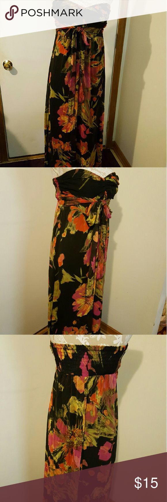 Xhilaration black tropical strapless maxi dress Has been worn Size large Strapless Maxi dress Tie waist line No Trades Xhilaration Dresses Maxi