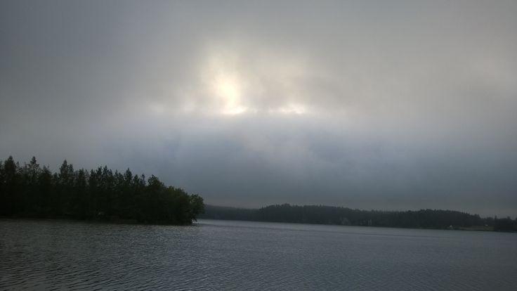 Sumuinen kesäaamu Lempäälässä.