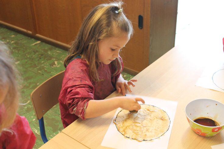 Pannenkoeken knutselen om in restaurant mee te spelen (knutselen met koffie)