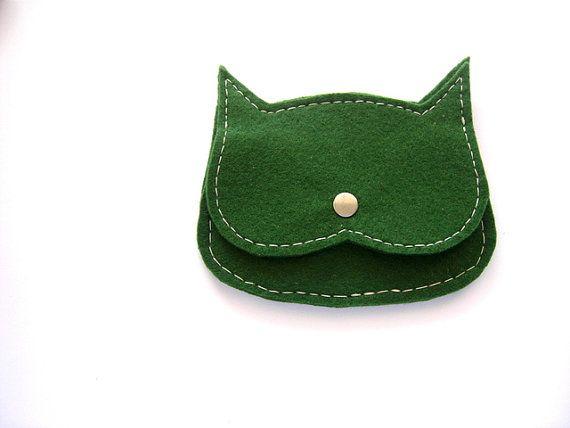 deep green felt  Cat coin purse mini pouch by leborsedipoppy, €15.00
