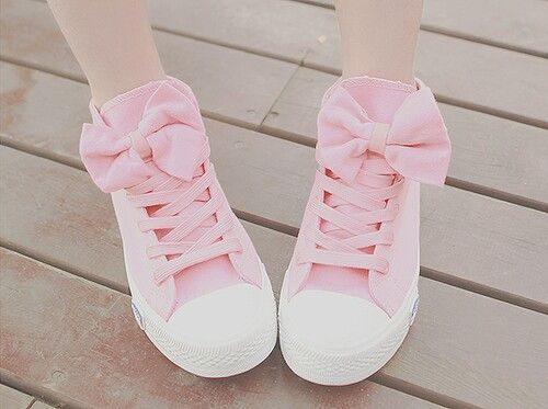 So adorable! Pastel pink shoes ❤