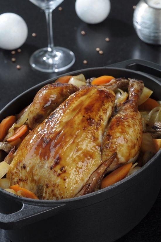 Recette de Poulet rôti aux épices de Noël, légumes et châtaignes rôties : la recette facile