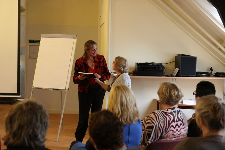 Bijzondere gast: Lisa Borstlap van de Opleiding genezend tekenen in Zutphen, ook zij ontvangt natuurlijk het Basisboek symbolen in de mandala!