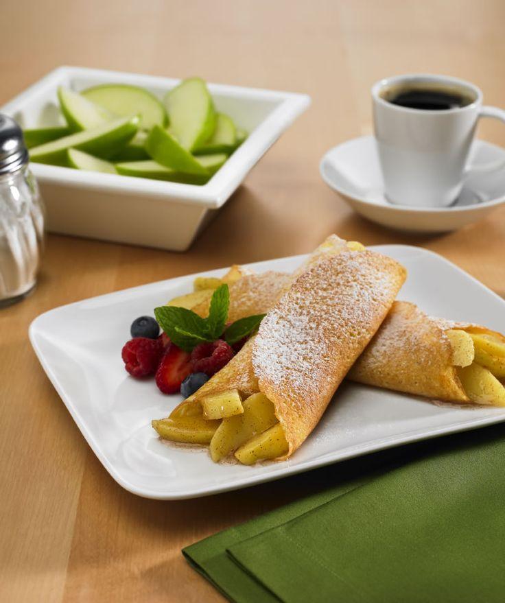 Esta receta de crepas lleva un relleno de manzana con miel de maple y canela espectacular. El secreto de la masa de las crepas esta en que llevan Harina de Hot Cakes dándoles un sabor especial.