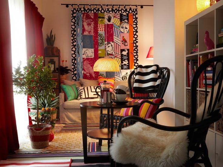 IKEA Sterreich Inspiration Wohnzimmer Sitzecke Bunt Sessel STORSELE Beistelltisch VEJMON