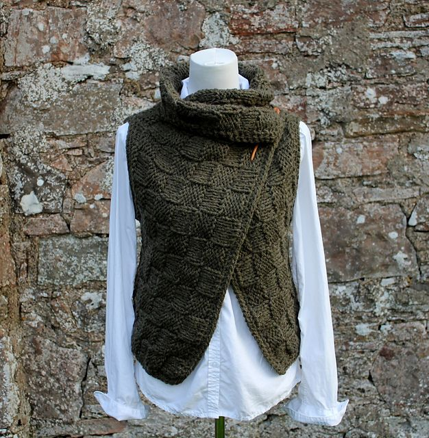 Loden wrap pattern by Laura Dovile