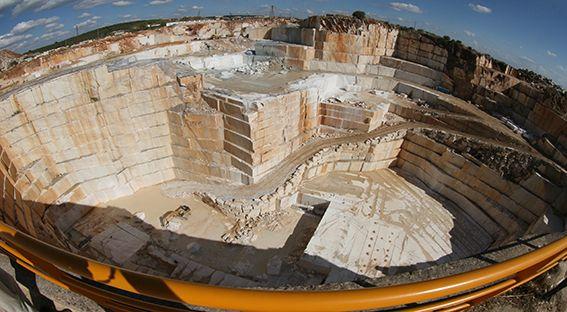 Dünya doğal taş rezervlerinin %40'ına sahip olan Türkiye Pyramids Group'un 22 yıllık fuarcılık tecrübesi ile yeni bir projeyle buluşuyor. Doğal taş ocaklarının büyük bir bölümüne sahip olan Türkiye'nin güney bölgesini bir araya getirecek Turkey Stone Antalya Fuarı, Antalya Expo Center'da 26-29 Mayıs 2016 tarihleri arasında gerçekleşecek.