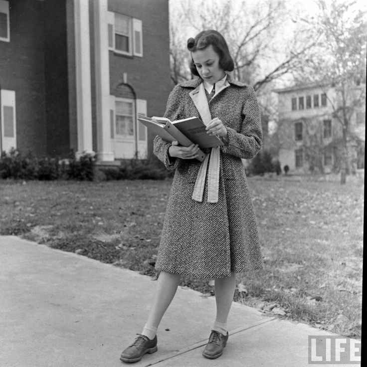 Candid Vintage Photographs Capture Daily Life of Kansas Girls at Their State University in 1939