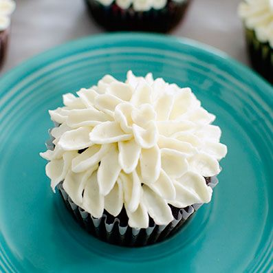 Mum Cupcakes Frosting Technique via @sideofsweet