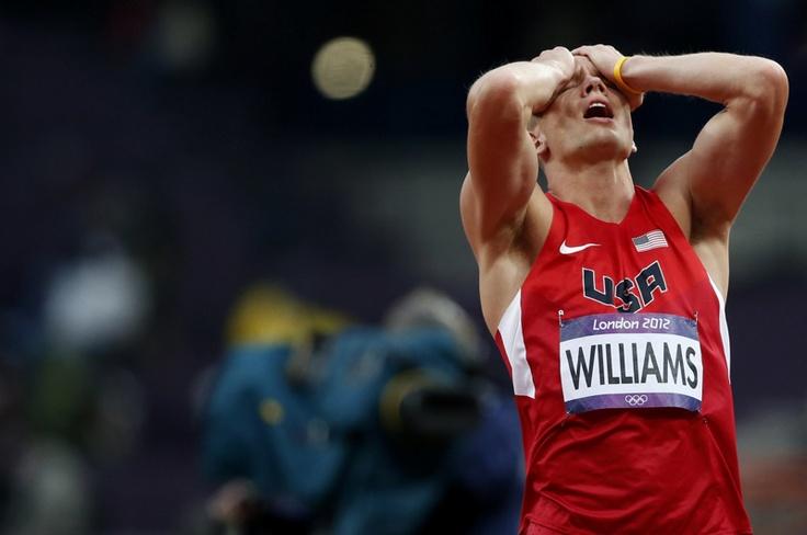 Jesse Williams de los EE.UU. luego de ser eliminado de la final del salto de altura masculino en los Juegos Olímpicos de Londres 2012 en el Estadio Olímpico el 07 de agosto de 2012. | Créditos: REUTERS / Mark Blinch