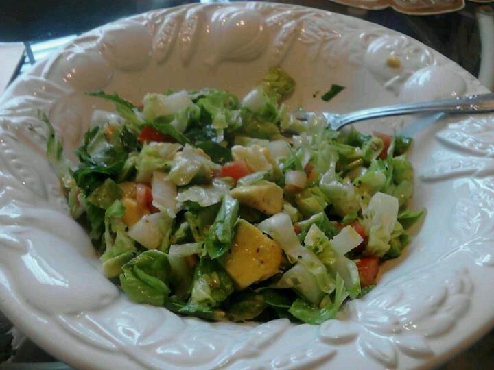 Guacamole Salad!!!!! Thanks Mom! :-) | healthy | Pinterest