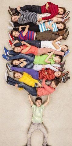 vandaag werden er op school weer de schoolfoto's genomen. Voor groep 8 werd er een speciale foto gemaakt met alle juffen en meesters van de… – Ertan YAVUZ