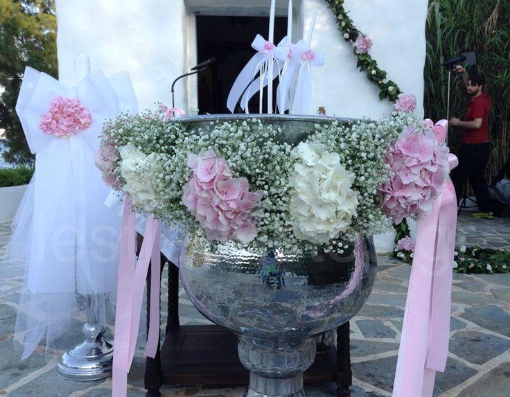 Ανθοστολισμός γάμου - βάφτισης στο Island #lesfleuristes #λουλούδια #ανθοσύνθεση…