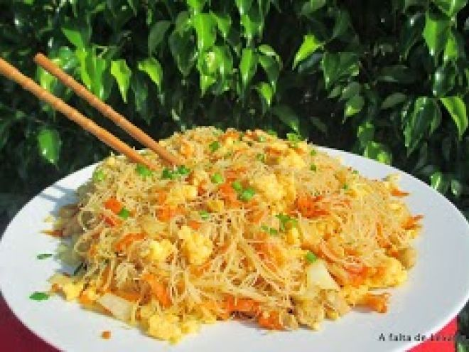Receta Plato : Fideos de arroz chinos salteados por Vegarabia