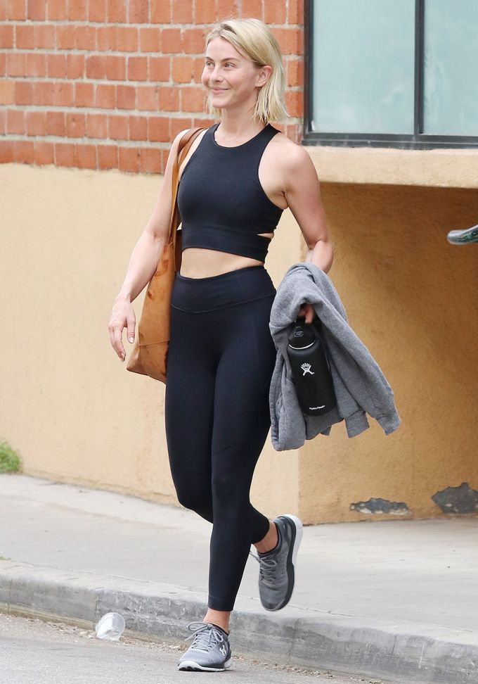 Inadecuado combinar doble  How Celebs Style Their Leggings | Jennifer garner style, Celebrity style,  Black leggings outfit