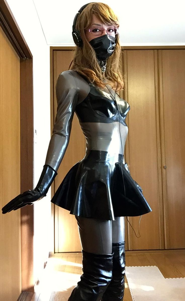 Crossdresser In Latex 32
