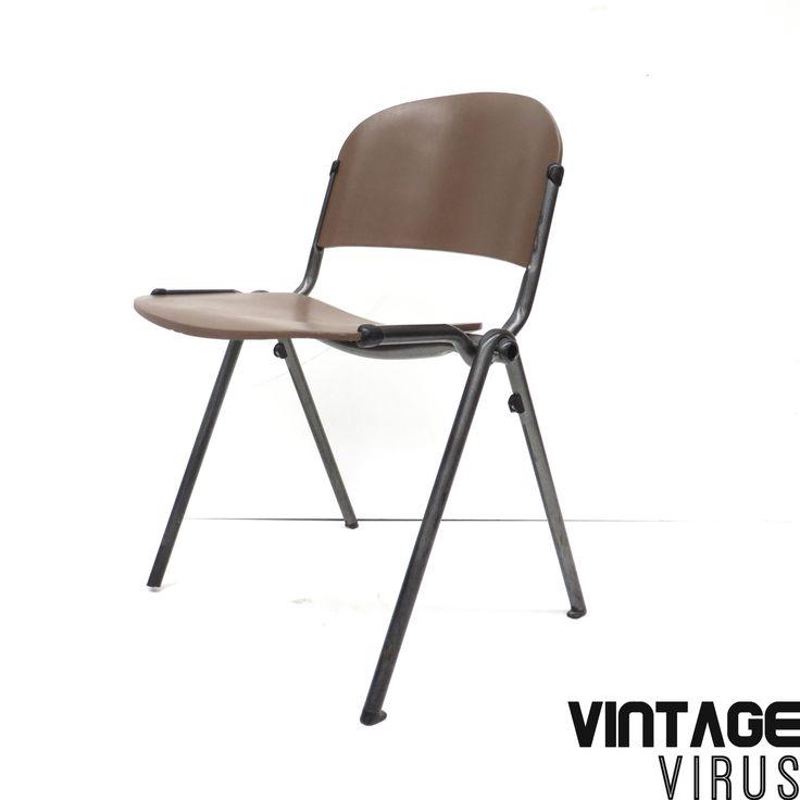 [:nl]Vintage industriële schoolstoelen[:en]Vintage industrial school chairs